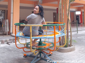 Playground Equipment That Spins – Benefits, Types and Guide